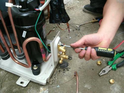 空调内机漏水是什么问题怎么解决?四大原因和四大解决方案!